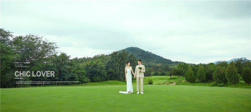 高尔夫草坪婚纱照系列  ·  在一望无际的生机勃勃的草坪上,我们肆意地奔跑,感受着大自然的清甜气息