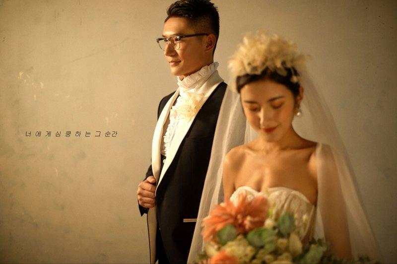 莫奈油画少女 | 用油画记录影片,似乎连画面空白处都会说话,把婚纱照放进油画里是给爱情仪式最好的允诺
